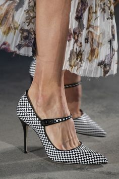 Jason Wu at New York Fashion Week Spring 2020 - Details Runway Photos Source by angel_on_globe Shoes 2020 Cute Womens Shoes, Womens Shoes Wedges, Sneakers Fashion, Fashion Shoes, Women's Fashion, Fashion Trends, Shoes 2018, Shoes World, Girls Shoes