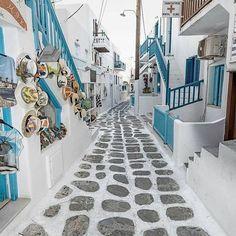 Narrow streets.💙#greece#visitgreece#greecestagram#greecelover#greece_is_awesome#greecephotography#greekislands#islandlove#islandlife#greecephototours#greekpost#greecetravel#travel#travelblogger#travelblog#travel_greece#travelphotography#travelgram#travelphoto#travelphotos#travelinspiration#followme#followmenow#followmypage#welovegreece
