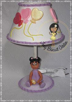 Abajur decorado com biscuit menina