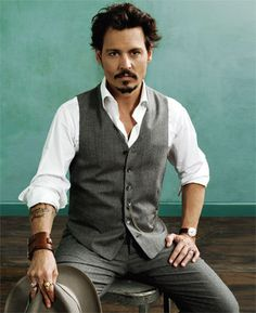 Johnny Depp, one of the few men who can pull off eyeliner!