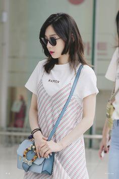 Taeyeon - Gimpo Airport from Jeju Taeyeon Fashion, Kpop Fashion, Korean Fashion, Fashion Beauty, Girl Fashion, Airport Fashion, Girls Generation, Kpop Girl Groups, Kpop Girls