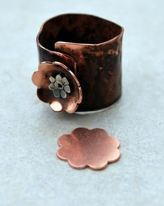 Qty 4 - Flower Copper Blanks 18mm 24 gauge - FREE SHIPPING. $4.60, via Etsy. Copper Jewelry, Jewlery, Jewelry Box, Jewelry Making, Unique Jewelry, Baubles And Beads, Metal Flowers, Beading Tutorials, Metal Stamping