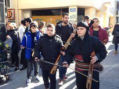 e-Pontos.gr: Ποντιακά κάλαντα έψαλλε η Εύξεινος Λέσχη στο κέντρ...