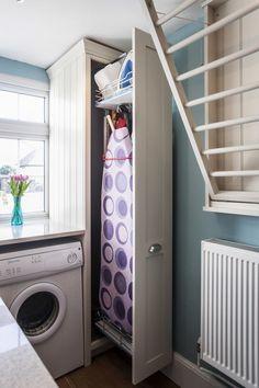 13 idei pentru amenajarea unui loc special pentru calcatul rufelor, din care sa te inspiri pentru amenajarea locuintei tale.