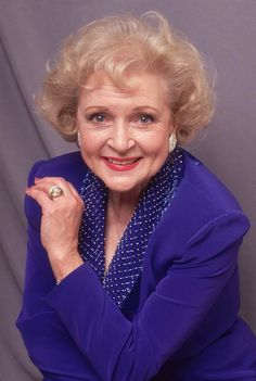 American actor Betty White during the time she was playing Rose Nylund in the televisoin series, 'The Golden Girls'. Get premium, high resolution news photos at Getty Images Most Beautiful Faces, Beautiful People, Betty White, Classic Movie Stars, Golden Girls, Classic Beauty, Classic Tv, Girl Humor, American Actors