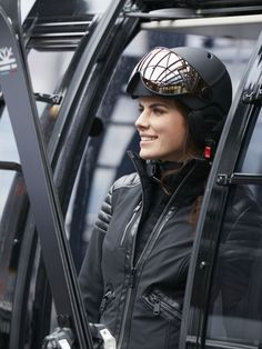 ski helm angel van goldbergh Black Ski Jacket, Ski Jackets, Go Skiing, Winter 2017, Sport Fashion, Riding Helmets, Van, Angel, Sports