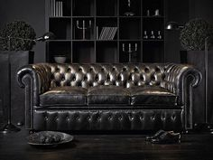 Badass Chesterfield sofa, I want!!!!!!!!