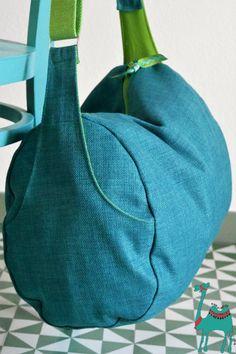 8963a92e5eba7 Möbelstoff für eine Sporttasche  Tissu d ameublement et sac de sport.  Taschen ...