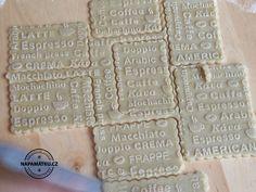 Vzorované máslové sušenky před vložením do trouby