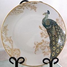 222 FIFTH SERENE PEACOCK DINNER PLATE ROUND GOLD GREEN TAIL WHITE PORCELAIN NEW
