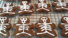 I can't believe tomorrow is October! I love baking :))  EASY HALLOWEEN COOKIES TreaTs Gingerbread Skeletons