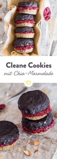 Die Beiden Deckel erinnern an einen Cookie, die Chia-Marmeladenfüllung an ein Törtchen. Ein Cookie-Törtchen quasi - clean und vegan.