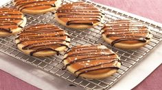 Betty Crocker is a trusted name for tasty desserts and she doesn't fail us now with these amazing Salted Caramel Shortbread Cookies! Cookie Desserts, Just Desserts, Cookie Recipes, Delicious Desserts, Dessert Recipes, Yummy Food, Cookie Cups, Cookie Ideas, Recipes Dinner