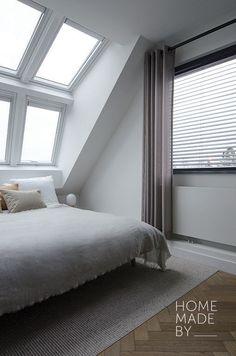 #slaapkamer #binnenkijker #interieur #inspiratie HOME MADE BY_STIJL BINNENKIJKER | STYLIST AYLIN | SLAAPKAMER | INSPIRATIE | SFEERVOL | INTERIEUR TRENDS | TIJDLOOS | BED | GORDIJNEN | LICHT | RUIMTELIJK | PVC VLOER