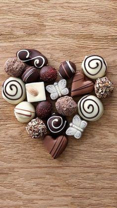 Image shared by Stay Real. Find images and videos about cake, dessert and foodporn on We Heart It - the app to get lost in what you love. Chocolate Dreams, Chocolate Sweets, I Love Chocolate, Chocolate Heaven, Chocolate Shop, Chocolate Truffles, Chocolate Lovers, Chocolate Recipes, Artisan Chocolate