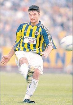 Alpay Özalan ( 93 kez- 5 gol) (Beşiktaş 1999-2000 Aston villa 9 M € )