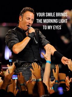 Gooooooood Moooooorning #BruceBuds around the world!!!! Have a fantastic day wherever you are!!! pic.twitter.com/8U5CCVH912