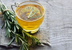 Amazing Health Benefits Of Rosemary Tea Rosemary Tea, Relieve Bloating, Troubles Digestifs, Healthier You, Stevia, No Cook Meals, Health Benefits, Herbalism, Alcoholic Drinks