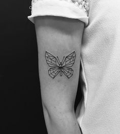 tatouage papillon en origami