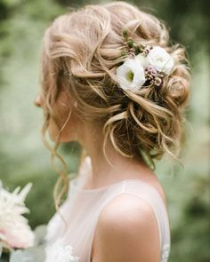30 Wedding Bun Hairstyles Bun hairstyles are the most popular wedding hairdos. They are good for different hair length. Get inspired with our collection of wedding bun hairstyles. Wedding Bun Hairstyles, Hairdo Wedding, Wedding Hair Flowers, Wedding Hair Pieces, Flowers In Hair, Easy Hairstyles, Indian Hairstyles, Wedding Makeup, Wedding Dresses