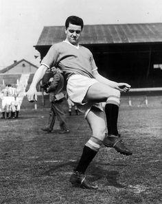 Tommy Taylor, Man Utd Squad, Manchester United Legends, Barnsley, School Football, Vintage Football, Old Trafford, Man United, Football Players