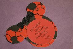 A Fun #DIY Minnie Mouse #ValentinesDay Card #Craft for Kids http://www.surfandsunshine.com/diy-minnie-mouse-valentine-card/
