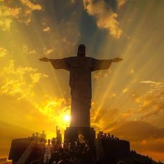 Around the world with me - Rio de Janeiro - Brazil * *********❤️ Breathtaking Sunset Sky The Iconic Christ The Redeemer blessing us above . Are you watching the Olympic Games? Tag somebody who you would visit Rio with * ********** Essa imagem te Beautiful World, Beautiful Places, Beautiful Pictures, Beautiful Artwork, Amazing Places, Places Around The World, Around The Worlds, Visit Rio, Plakat Design