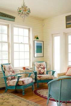 House of Turquoise: James Salomon - love this room! Cottage Living, Cottage Chic, Cottage Style, House Of Turquoise, Turquoise Color, Style At Home, Sunroom Decorating, Living Spaces, Living Room