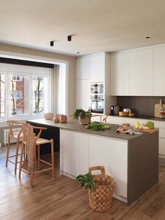 The spacious living room-kitchen in this apartment in Barcelona can be divided not only by functional zones, but also by style. For example, a seating ✌Pufikhomes - source of home inspiration Kitchen Interior, Interior Design Living Room, Kitchen Design, Design Interior, Cozy Apartment, Cuisines Design, White Houses, Living Room Kitchen, Scandinavian Interior