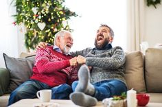 The holiday season is all about laughing, smiling, and being happy—and nothing makes people happier than festive Christmas puns! Funny Christmas Jokes, Thanksgiving Jokes, Funny Christmas Sweaters, Christmas Humor, Santa Beard, Days Before Christmas, Capture Photo, Ugly Sweater Party, Make You Smile