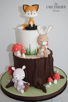 Fondant Cake Toppers, Cupcake Cakes, Cupcakes, Woodland Theme Cake, Baby Birthday Cakes, Animal Birthday Cakes, Fox Cake, Fondant Animals, Forest Cake