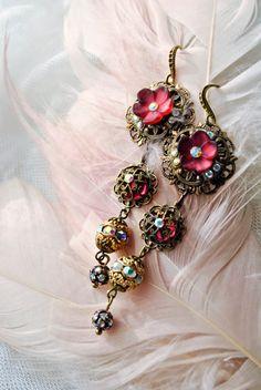 Hoi! Ik heb een geweldige listing op Etsy gevonden: https://www.etsy.com/nl/listing/127423261/diamonds-and-flowers-very-long-earrings