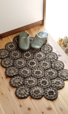 Small rug made of crochet round motifs. Japanese diagram pattern.