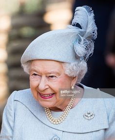 Королева Елизавета II и герцог Эдинбургский посетили лондонский зоопарк.: ru_royalty