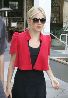 A perfect jacket for the Triangle - bright colour, wide shoulders & eye catching collar. A total winner!!