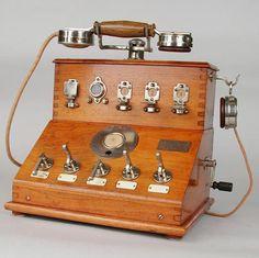 Radios, Shabby Vintage, Vintage Antiques, Antique Phone, Wonderful Machine, Art Nouveau, Antique Typewriter, Telephone Booth, Vintage Phones