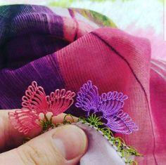 Çok Şık 3 Boyutlu Yelek Hırka Kazak Battaniye Kırlent Örgü Modeli Thread Art, Needle And Thread, Tatting, Needle Lace, Olay, Baby Knitting Patterns, Diy And Crafts, Coin Purse, Embroidery
