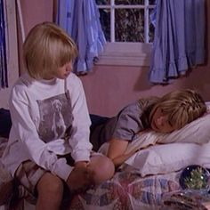 Simon trying to cheer Lucy up! He was such a great brother!#7thheaven #season1 #thecamdens #lucy #simon #siblings #cute #moment #beverleymitchell #davidgallagher #memories #bestshowever #longlive #7thheaven