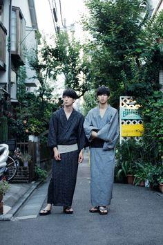 "Japan travel idea with ""Yukata"" - Japanese traditional summer clothes. People usually go to summer festivals with wearing it. Men's Yukata, Japanese Yukata, Japanese Costume, Japanese Boy, Japanese Outfits, Traditional Fashion, Traditional Outfits, Male Kimono, Men's Kimono"