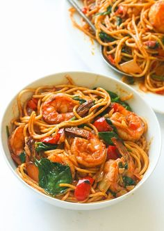 Spicy Shrimp Spinach Pasta - an easy weeknight spinach spaghetti dinner that delivers a huge punch of flavor. Seafood Recipes, Pasta Recipes, Mexican Food Recipes, Appetizer Recipes, Cooking Recipes, Healthy Recipes, Seafood Pasta, Tasty Shrimp Recipes, Spicy Shrimp Pasta