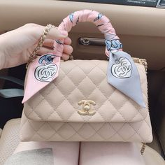 Cake Chanel, Chanel Purse, White Chanel Bag, New Chanel Bags, Luxury Purses, Luxury Bags, Hermes Handbags, Purses And Handbags, Gucci Bags