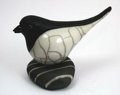 Bird looking forward on Pebble