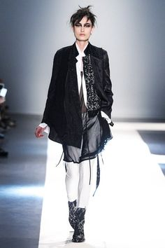 See the complete Ann Demeulemeester Spring 2015 Ready-to-Wear collection.