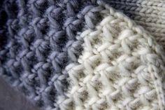 Tämän mallineuleen tekotapaa on tuolla kommenteissa kyselty. Itse en ole tätä keksinyt, löysin sen joskus ulkomaalaisia käsityös... Wool Socks, Knit Mittens, Knitting Socks, Knitted Hats, Cable Knitting Patterns, Knitting Stitches, Diy Crochet, Yarn Crafts, Stitch Patterns