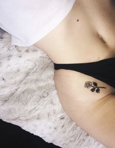 Best Small Tattoo Placement Ideas for Female Tattoo collarbone tattoo Smal Tattoo, Hip Tattoo Small, Small Tattoo Placement, Cool Small Tattoos, Tattoos For Women Small, Rose Tattoo On Hip, Collar Bone Tattoo Small, Small Thigh Tattoos, Tattoo Placements