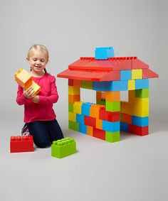These entertaining big blocks will inspire architects-to-be while helping them improve gross and fine motor skills. Awaken creativity and enrich playtime with this open-ended set.