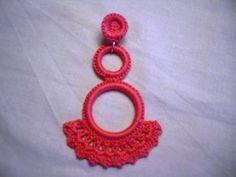 Como todo en la vida, los trajes de flamenca lucen más con accesorios.   En estos casos como en todos, lo ideal es poco y bonito que mucho y...