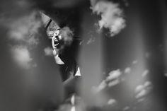Fotografo de orgasmos. Artista retrata orgasmos de mujeres en blanco y negro. El autor de estas imágenes tan sugerentes y sexys sin que se vea nada es...