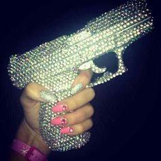 cute, glitter, gun, like a boss Gun Aesthetic, Bad Girl Aesthetic, Violet Aesthetic, Badass Aesthetic, Rauch Fotografie, Fille Gangsta, Pink Guns, Glitter Make Up, Glitter Top