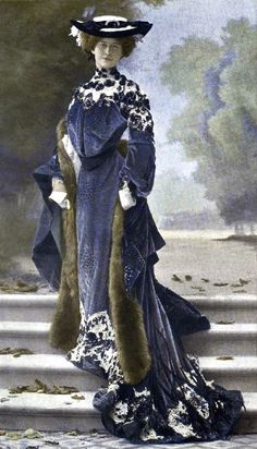 I just feel so fancy and classy when i look at this dress. Good colors combination, and i wondering how they can clean/wash their outfits in the 1900s?